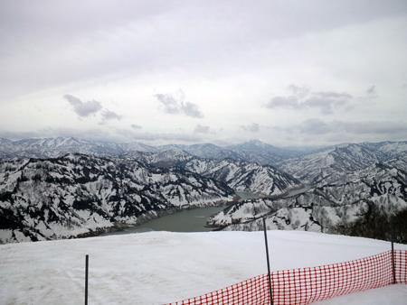 せめてひとなみに。-(2) 左を向いても山とダム湖.JPG