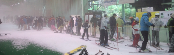 せめてひとなみに。-狭山スキー場のリフト待ち